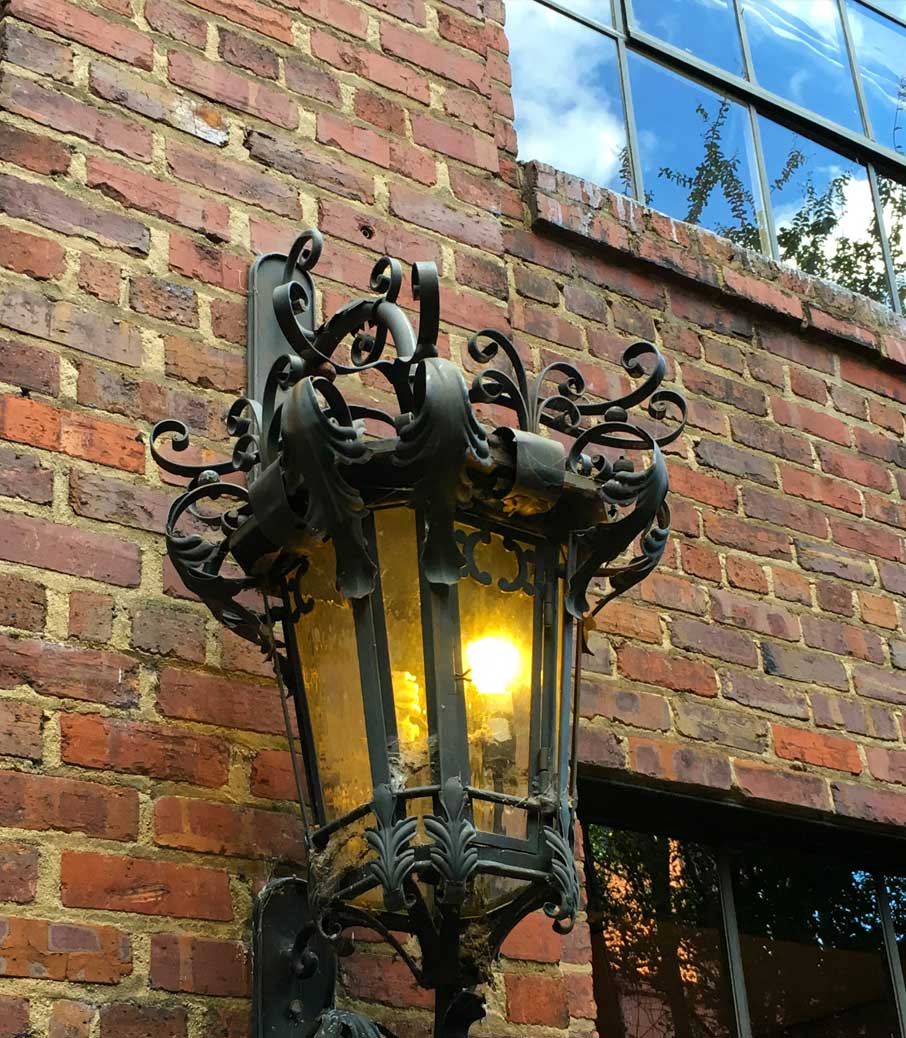 Antique-light-fixture-on-side-of-historic-Market-Square-building