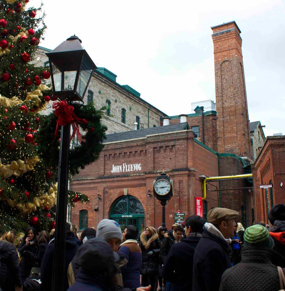 Crowds-along-lane-at-Toronto-Christmas-Market