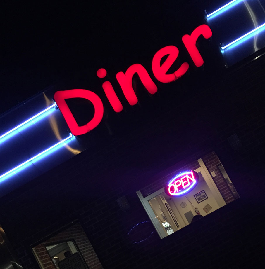 Diner-neon-sign-at-night-in-Archdale