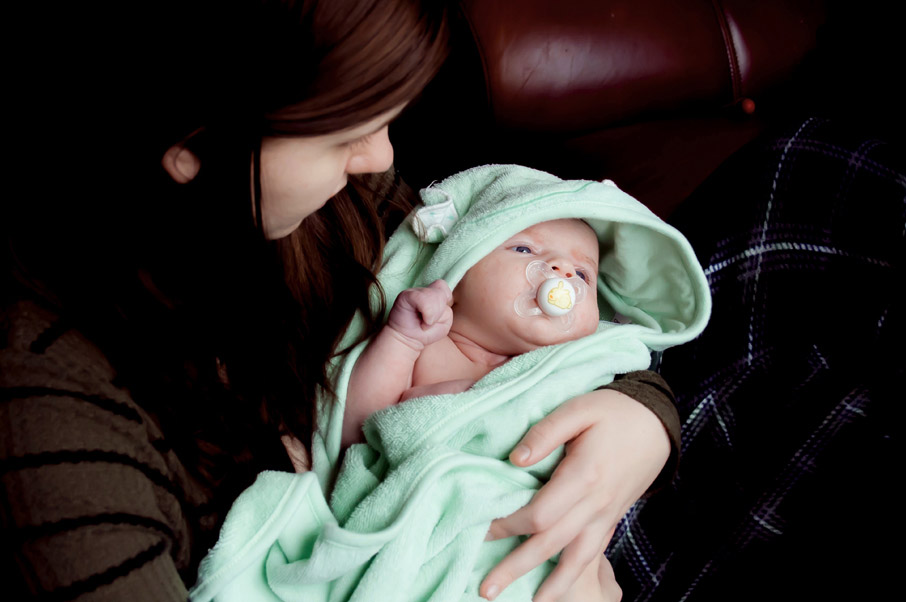 Halton-Womens-Place-young-single-mom-holding-baby
