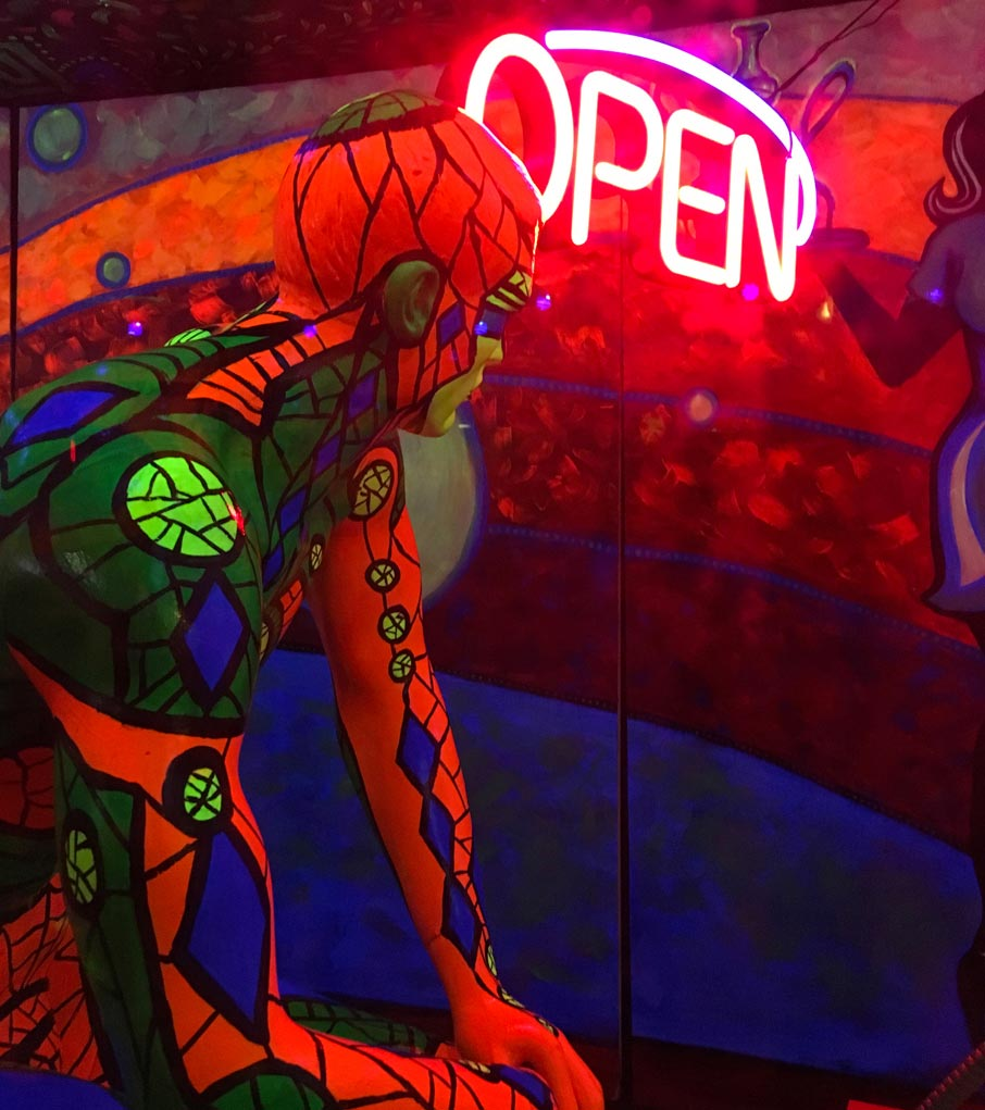 Hookah-shop-psychadelic-mannequin-window-display-Winston-Salem-NC
