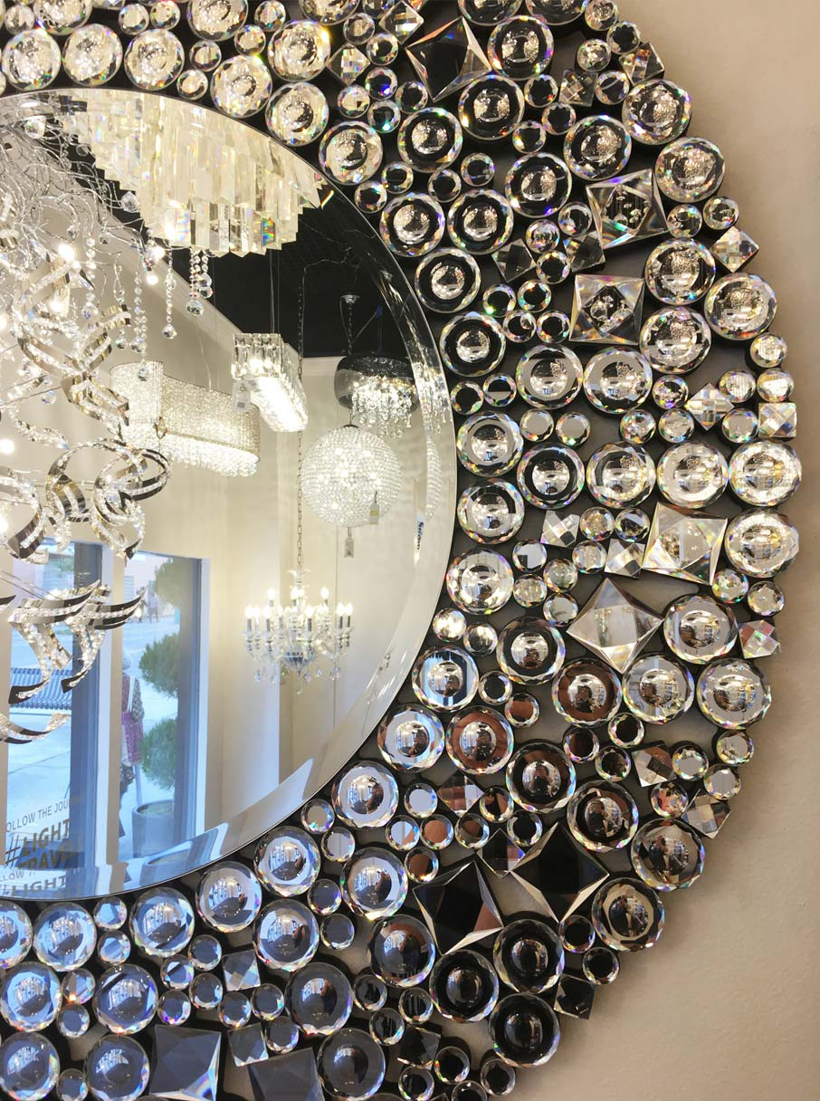 Many-mini-mirrors-make-up-dazzling-mirror-frame