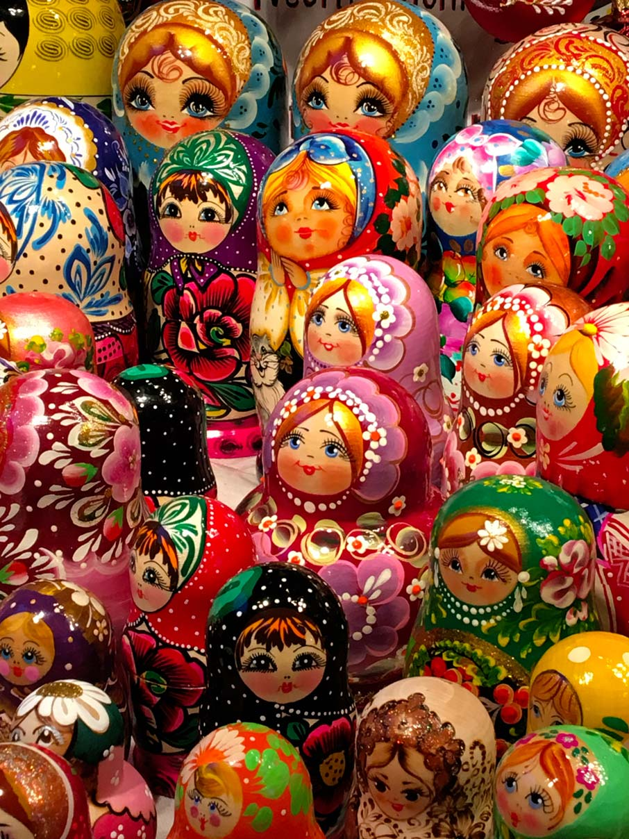 Matryoshka-Russian-dolls-at-a-Toronto-Christmas-market-booth