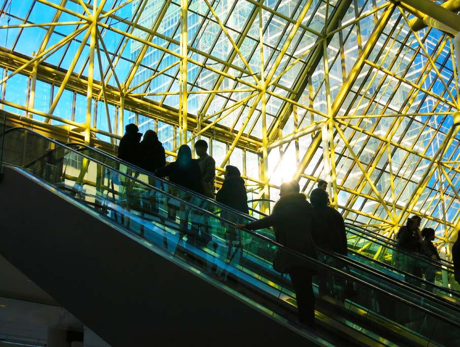 Metro-Toronto-Congress-Centre-attendees-on-escalator-to-Interior-Design-Show