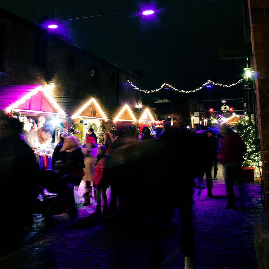 Night-scene-of-festive-Christmas-booths-at-Toronto-Christmas-Market-in-Distillery-district