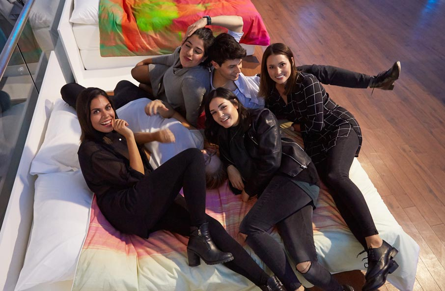 ZZ-B-Launch-party-Jess-and-interior-design-friends-on-So-Jess-duvet-cover