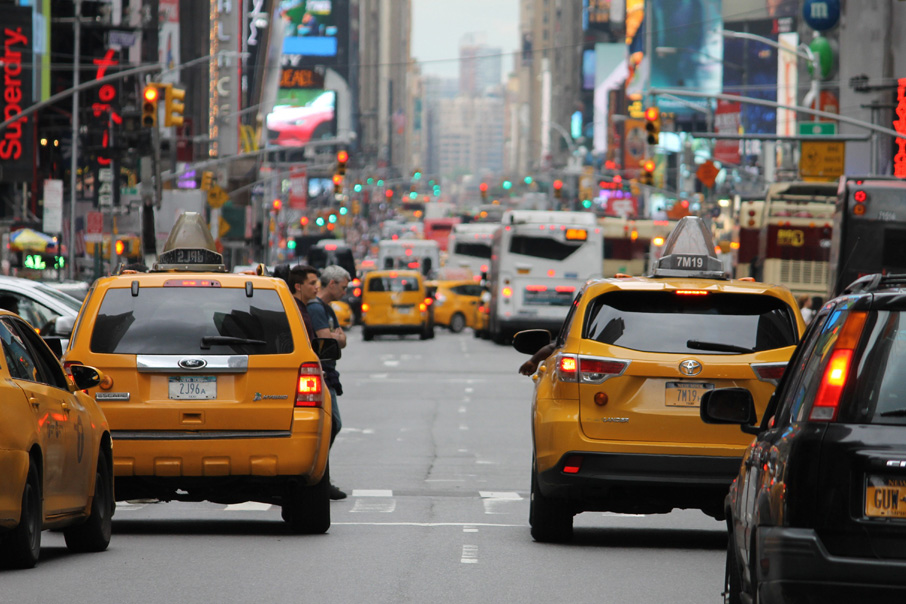 ZZ-B-NewYork-city-street-yellow-taxis