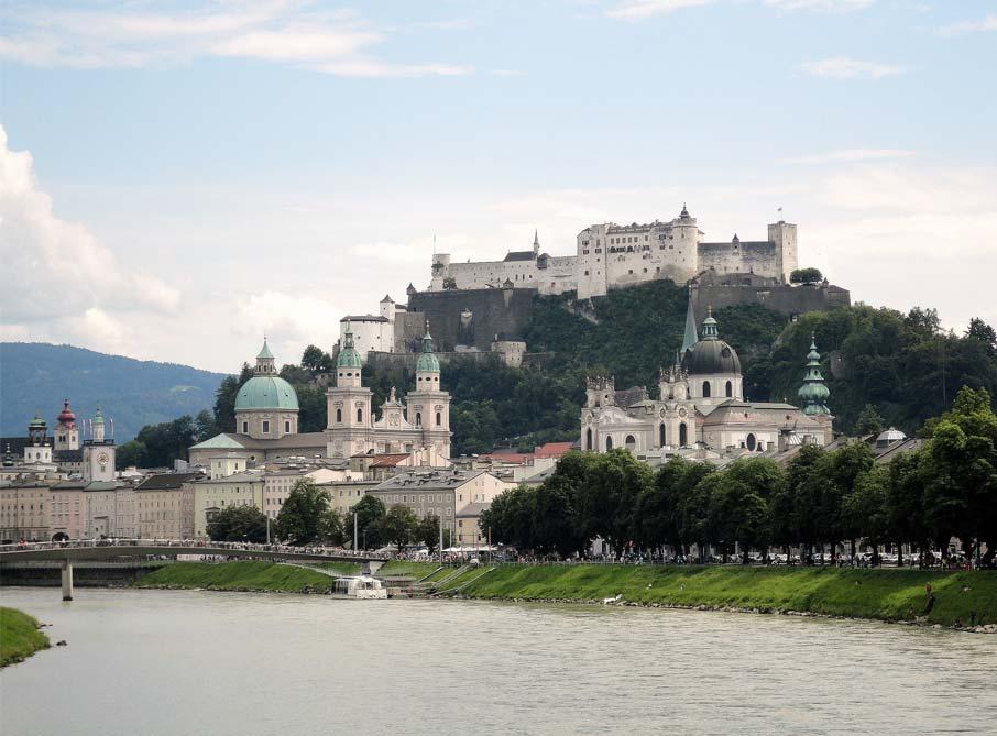 ZZ-B-Salzburg-Old-Town-view-from-Salzach-river