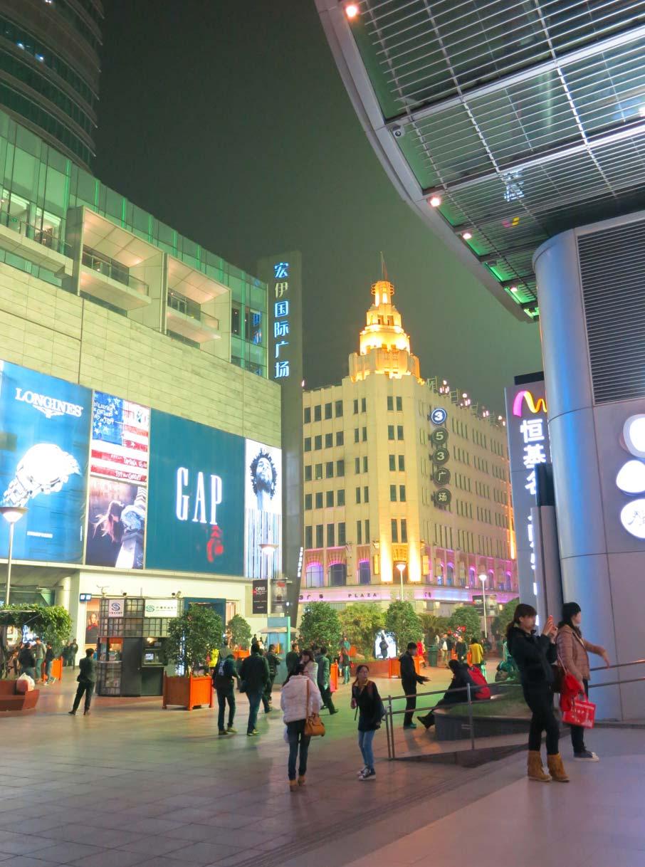 ZZ-B-Shanghai-Nanjing-Road-pedestrian-street-scene