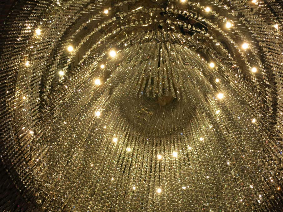 ZZ-B-Shanghai-Pudong-Hotel-grand-chandelier-from-below