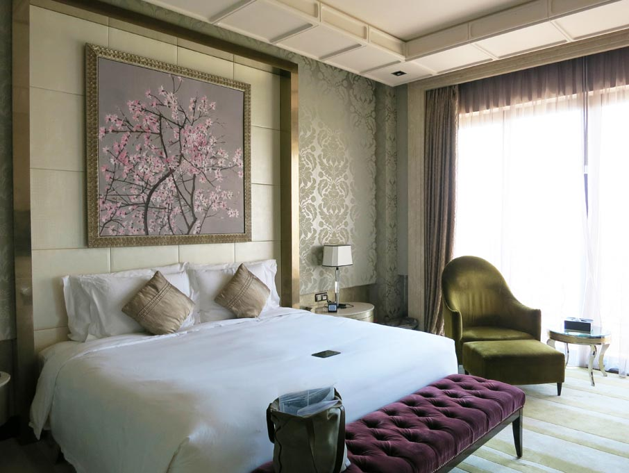 ZZ-B-Shanghai-Pudong-Hotel-posh-bedroom