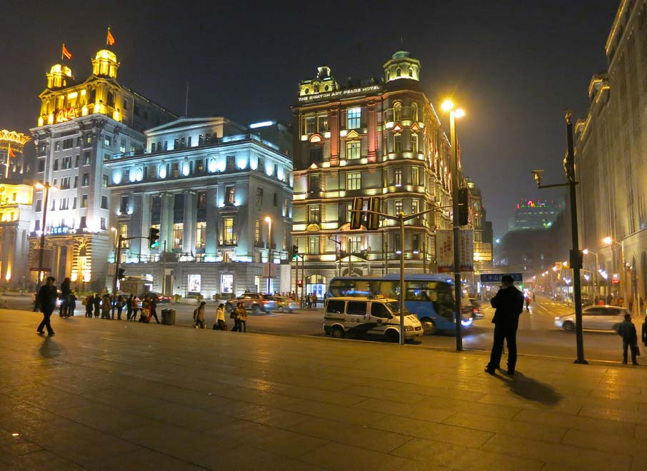 ZZ-B-Shanghai-historical-buildings-along-Bund-Huangpu-River