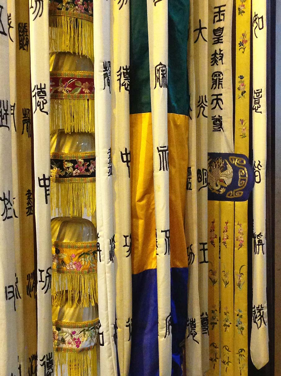 ZZ-B-Shanghai-old-city-temple-hanging-fabric
