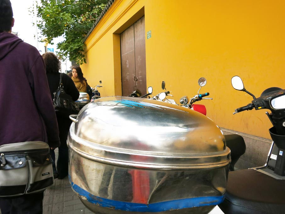 ZZ-B-Shanghai-street-food-metal-container-on-back-of-bike