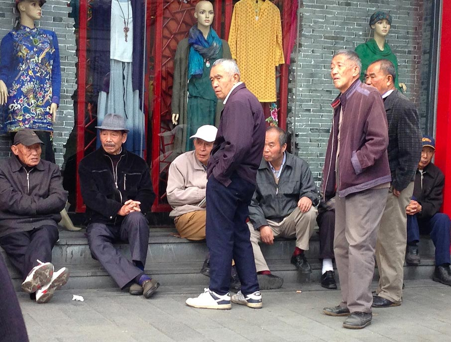 ZZ-B-Shanghai-street-men-hanging-out-in-front-of-shop