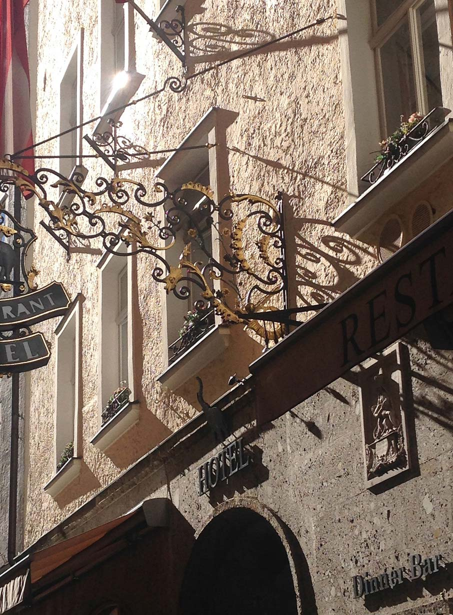 ZZ-B-building-detail-on-street-in-Salzburg