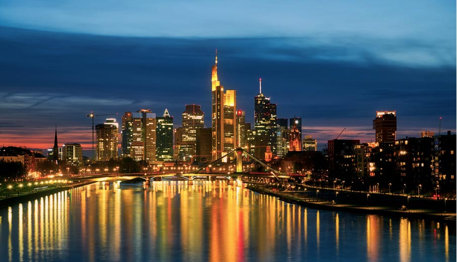 ZZ-Frankfurt-city-scene-at-night-along-Main-River