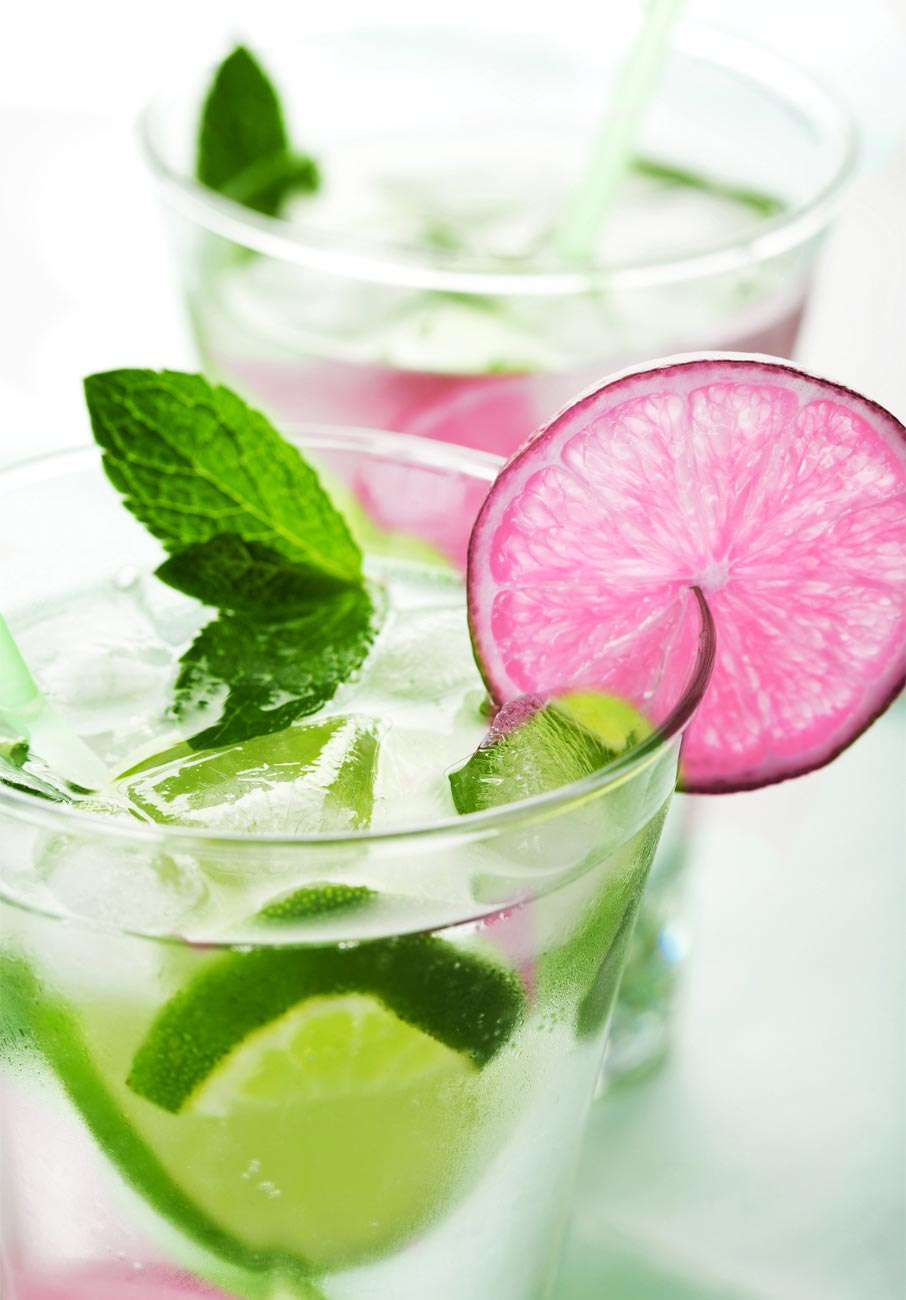 Mojito-drink-with-pink-lime-garnish