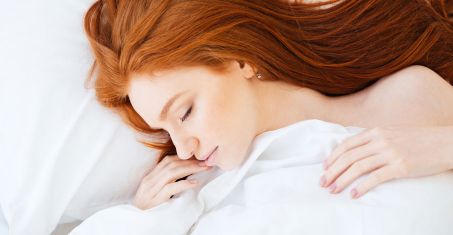 Woman-with-red-hair-sleeping-in-white-ZayZay-sheets