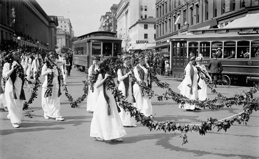 WOMAN_SUFFRAGE_PARADE_MAY_1914_LCCN2016865487