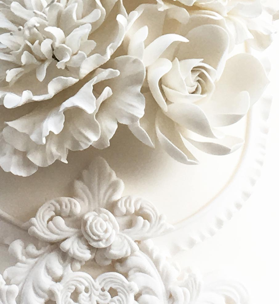 ZayZay Living inspiration wedding cake with flower icing detail